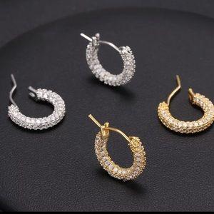 Huggies earrings - Sterling silver